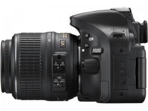 Nikon D5200 + 18-55 VR