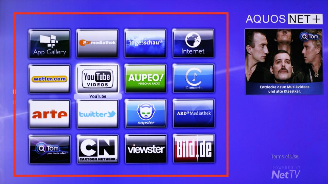 Un écran Sharp LC90LE757 pouvant accéder au portail internet Aquos Net +
