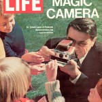 Edwin H. Land en une du magazine LIFE avec  le POlaroid SX70