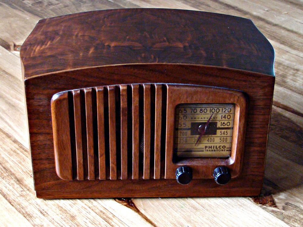 Philco_radio_model_PT44_front