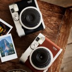 Fujifilm-Instax-Mini90-Neo-Classic-Lifestyle (1)