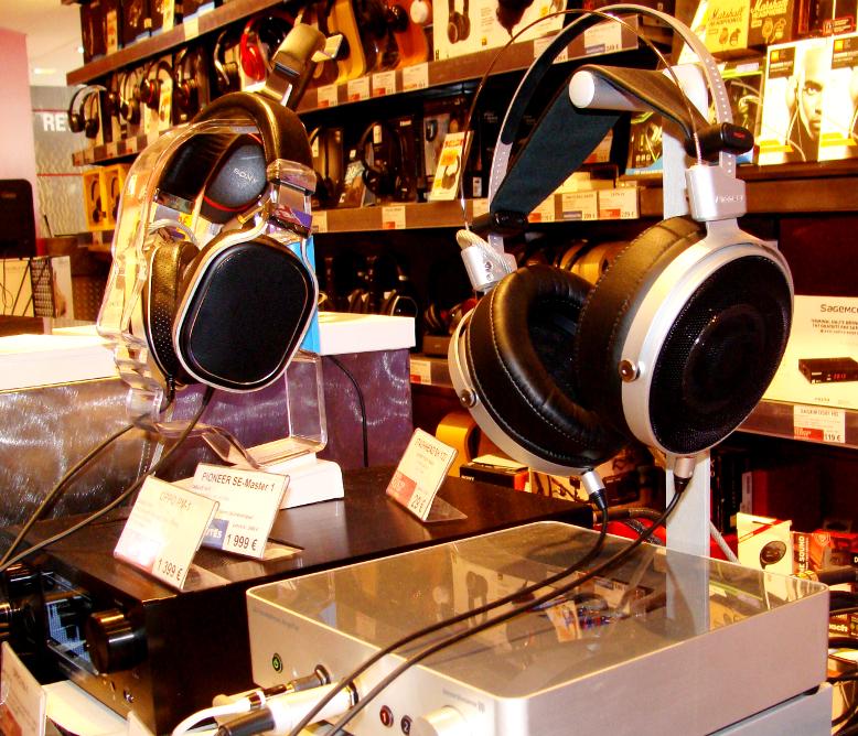 Le casque Pioneer SE-Master 1 est en écoute dans les magasins Cobra !