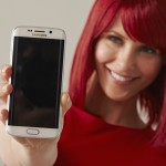 IFA Berlin 2015 -Miss IFA avecs les Samsung Galaxy S6 Edge (Sources : Messe berlin)