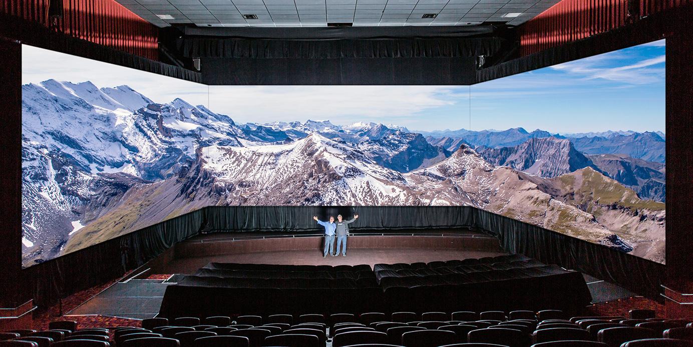 Salle de cinéma Barco Escape avec trois écrans