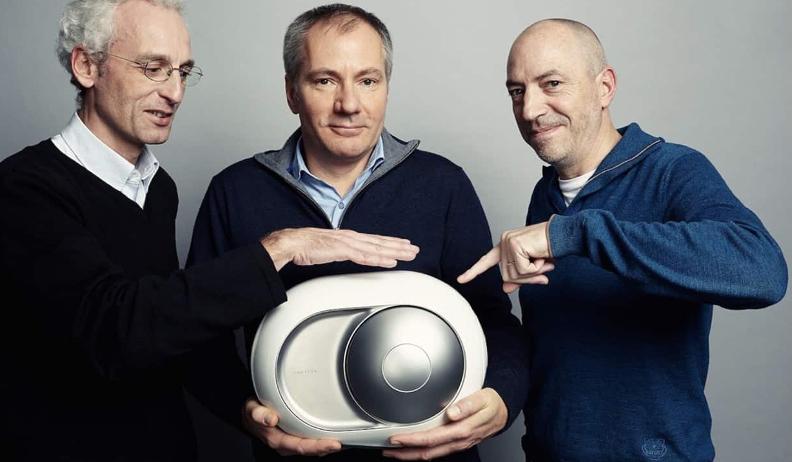 Ici, les fondateurs de la marque Devialet posent avec Phantom