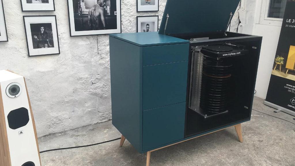 Le Jukebox moderne d'Orphéau, ici chargé de 20 vinyles LP 33 tours