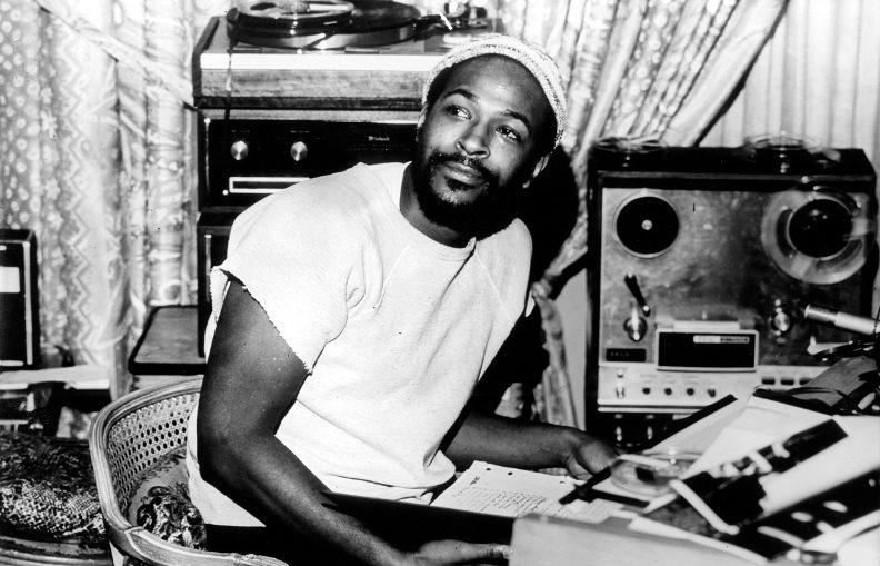 Marvin Gaye en 1971, en compagnie de son système Hi-Fi