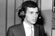 Qui d'autre qu'une légende comme Monsieur Sinatra pour illustrer notre article sur les casques audio les plus mythiques de l'histoire ?