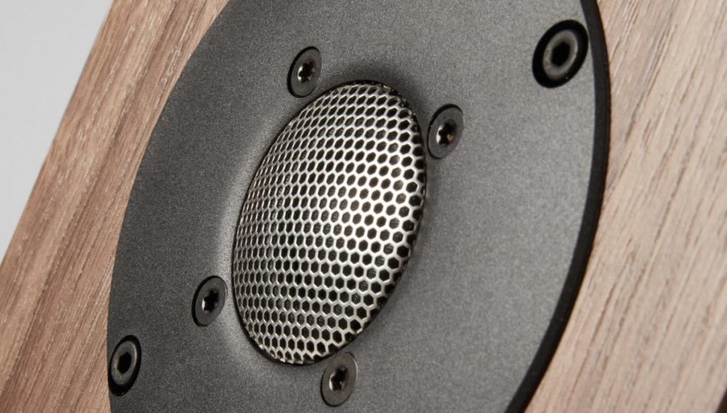La nouvelle gamme Twenty5i de PMC adopte un tweeter Sonomex de 19 mm fabriqué en collaboration avec SEAS.